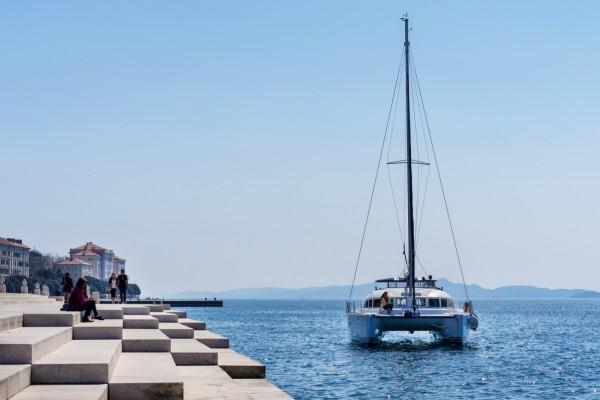 Warum sollte man mit einem Katamaran segeln?